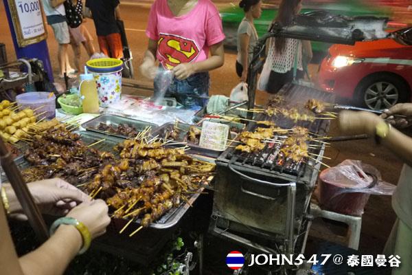 泰國曼谷Tesco Lotus連鎖大型超市 外頭小吃攤.jpg