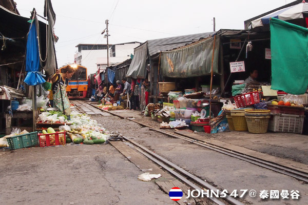 泰國美功鐵道市場Makelong Railway Market2.jpg