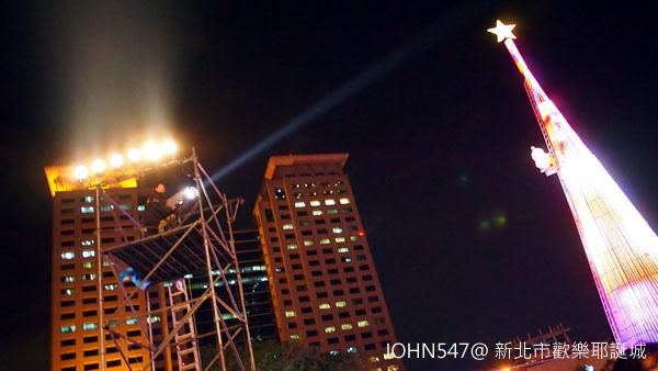 新北市歡樂耶誕城點燈5.jpg