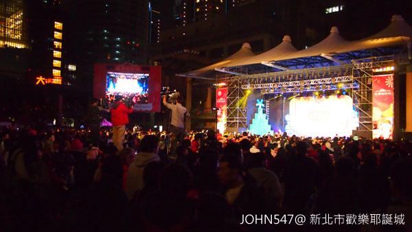 新北市歡樂耶誕城點燈3.jpg