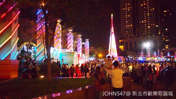 新北市歡樂耶誕城點燈 遊樂設施.jpg