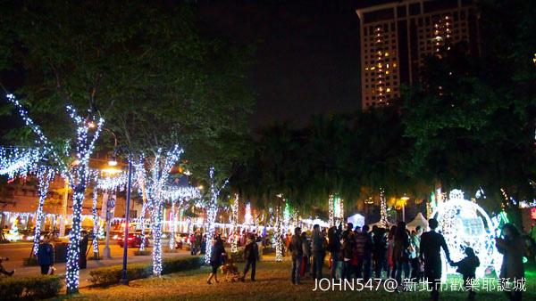 新北市歡樂耶誕城點燈 遊樂設施1.jpg