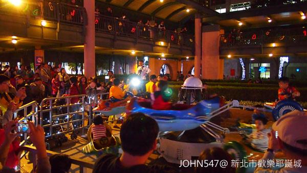 新北市歡樂耶誕城點燈 遊樂設施4.jpg