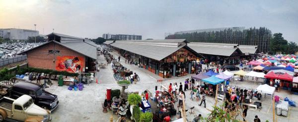 Train Market Srinakarin火車鐵道夜市4.jpg