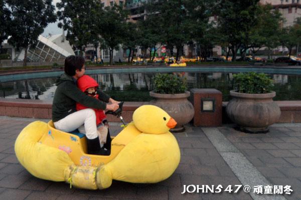 2013新北市歡樂耶誕城-頑童鬧冬遊樂園 黃色小鴨.jpg
