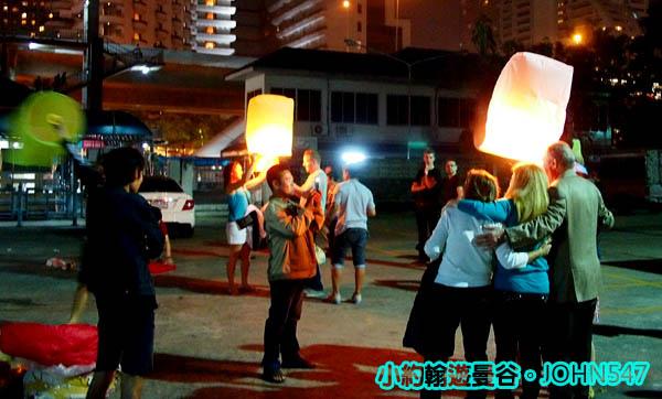 2014曼谷跨年煙火 - 中央碼頭放天燈