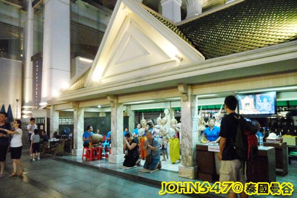 泰國四面佛的許願拜法、還願方式 2014版 晚上謝神舞.jpg