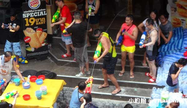泰國潑水節Songkarn Festival Silom區Sala Daeng 莎拉當4.jpg