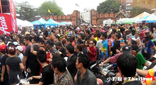 泰國潑水節Songkarn Festival 清邁chiang mai 塔佩門.jpg