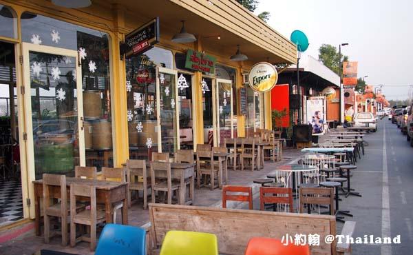 泰國曼谷火車鐵道夜市Train Market Srinakarin2.jpg