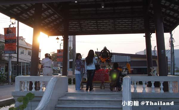 泰國曼谷火車鐵道夜市Train Market Srinakarin4象神.jpg