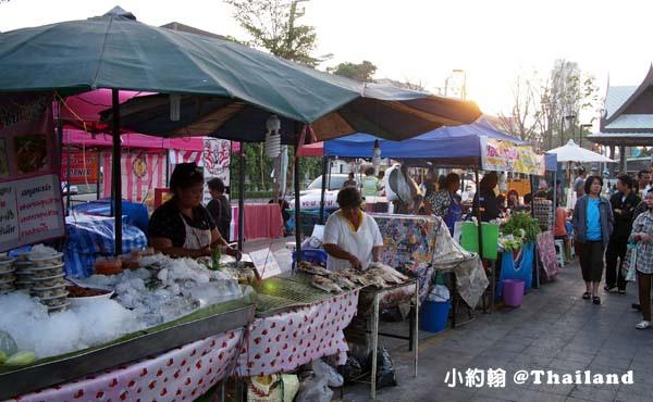 泰國曼谷火車鐵道夜市Train Market Srinakarin5.jpg