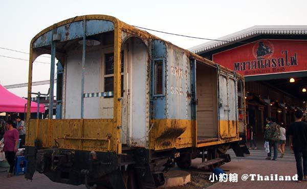 泰國曼谷火車鐵道夜市Train Market Srinakarin5.2.jpg