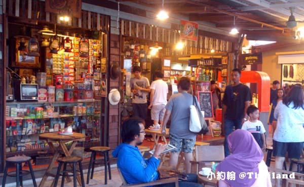 泰國曼谷火車鐵道夜市Train Market Srinakarin8.jpg