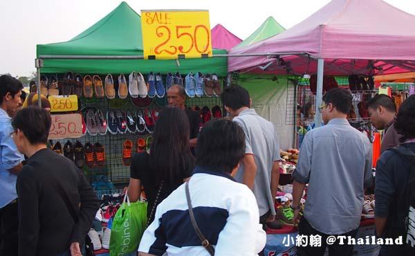 泰國曼谷火車鐵道夜市Train Market Srinakarin10.jpg