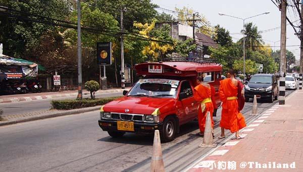 清邁交通工具-紅色雙條車 Song Theaw.jpg