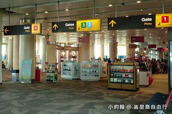 Airasia亞航直飛峇里島-機場商店.jpg