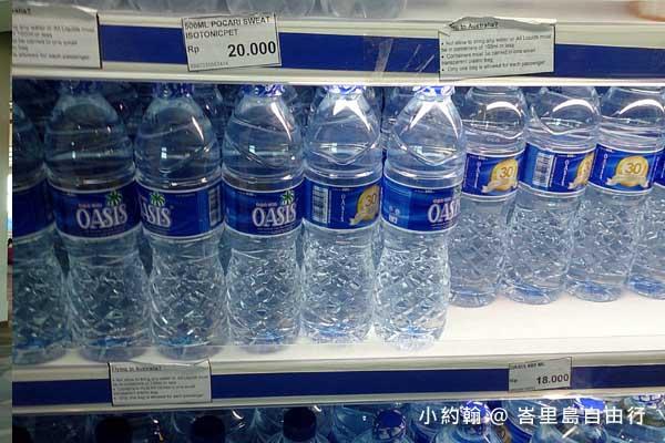 峇里島自由行- 機場買水.jpg