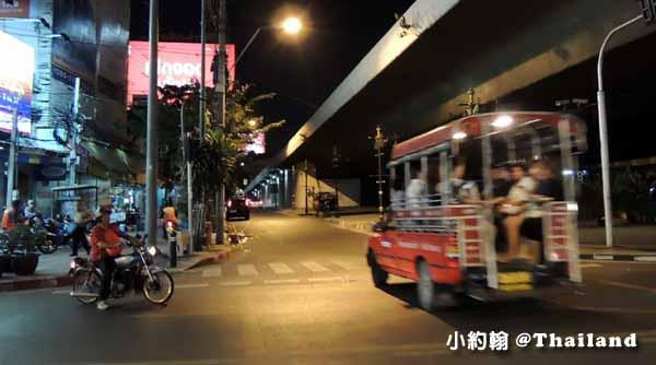泰國曼谷Saphan Taksin紅色雙條車.jpg