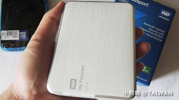 小約翰- WD My Passport Ultra2.5吋2TB行動硬碟 開箱.jpg