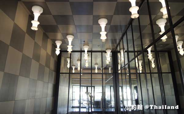 泰國曼谷- U Sathorn Bangkok曼谷沙通U渡假村飯店樓梯天花板.jpg