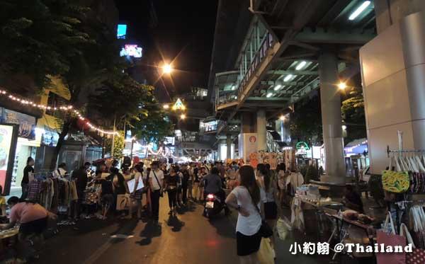 曼谷星期六日泰精彩-捷運站周邊夜市.jpg