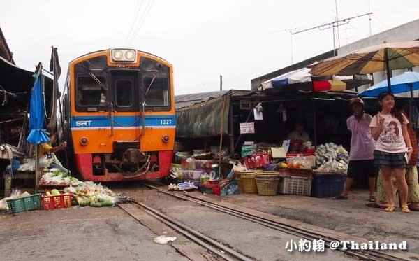 泰國8天7夜(下)綠色旅遊 美功鐵道市場(Mae Klong Market Rom Hup Folding Umbrella Market)
