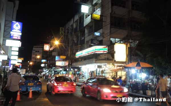泰國曼谷飯店Citrus Sukhumvit 11柑橘商旅捷運Nana站晚上.jpg