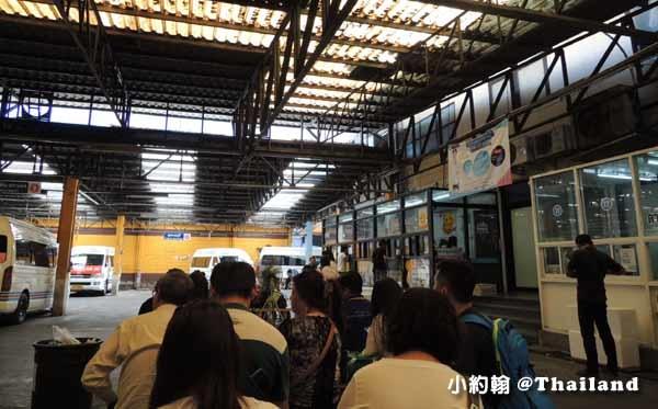 泰國曼谷如何搭小巴到安帕瓦水上市集美功鐵道市場4.jpg