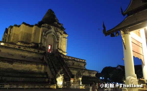 清邁佛寺Wat Chedi Luang柴迪隆寺(聖隆骨寺)晚上2.jpg
