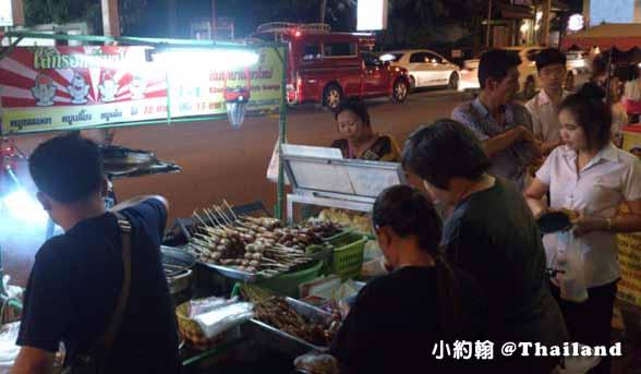 泰北香腸攤,晚上在地人排隊的銅板美食@清邁寧曼路.jpg