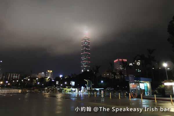 雨霧中的台北101.jpg
