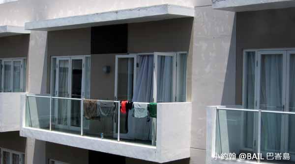 BAIL峇里島飯店推薦Grand Ixora Kuta Resort陽台曬衣服