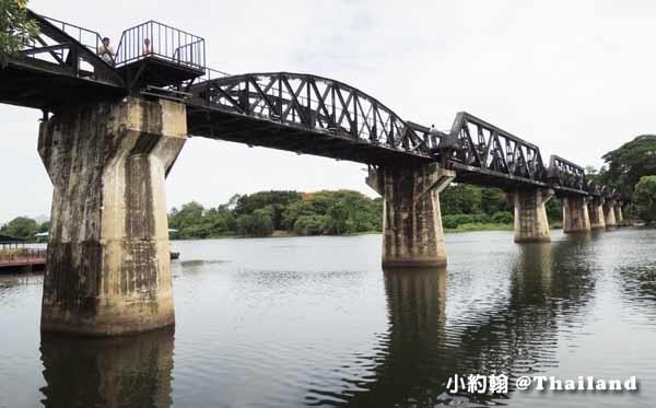 搭小巴到北碧府Kanchanaburi 桂河大橋.jpg
