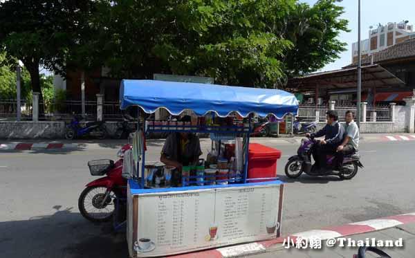泰國清邁塔佩路上泰式奶茶.jpg