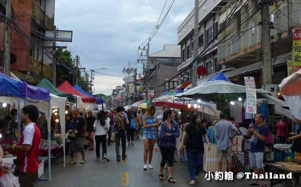 清邁週六夜市Wualai Road Saturday Night Market.jpg
