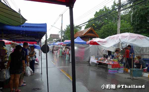 清邁週六夜市Wualai Road Saturday Night Market下雨天