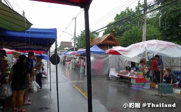 清邁週六夜市Wualai Road Saturday Night Market下雨天