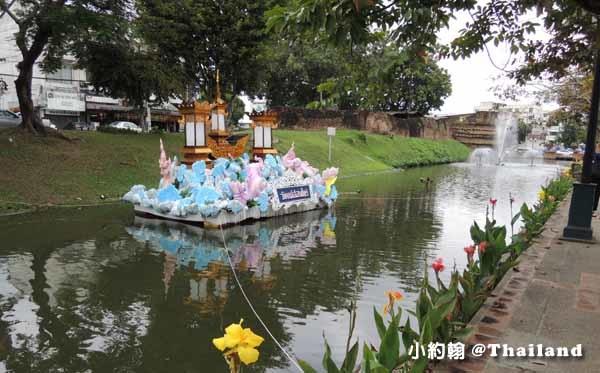 泰國水燈節Loi Krathong護城河 大水燈.jpg
