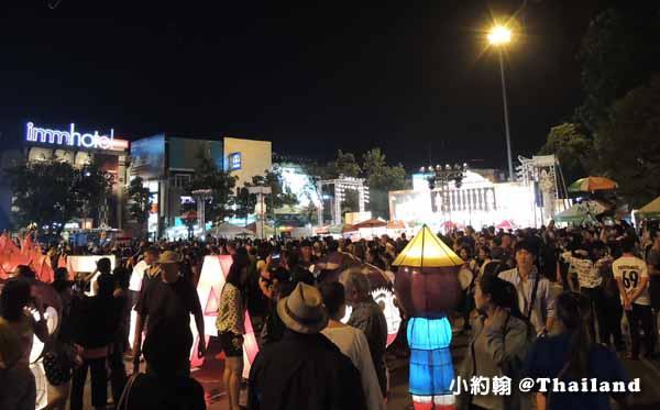塔佩門(Tha Phae Gate)旁舞台上演Miss & Mr. Yeepeng Contest
