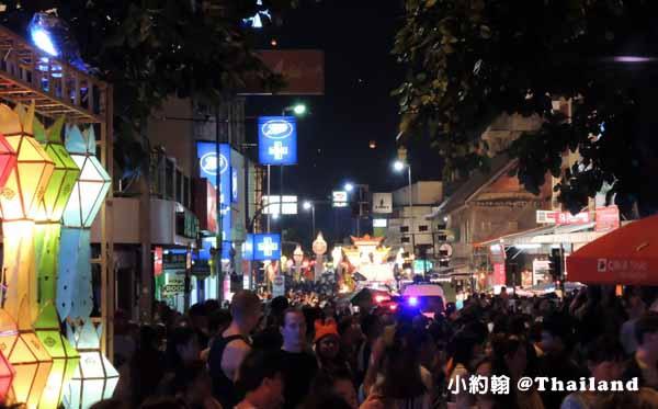 清邁古城到賓河 (Ping River) 水燈花車遊行大隊1