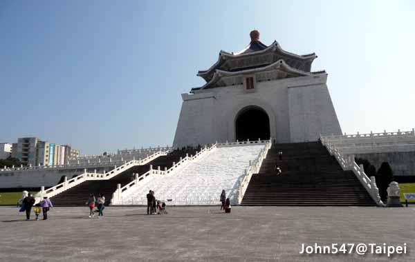 Taipei Travel Guide- National Chiang Kai-shek Memorial Hall