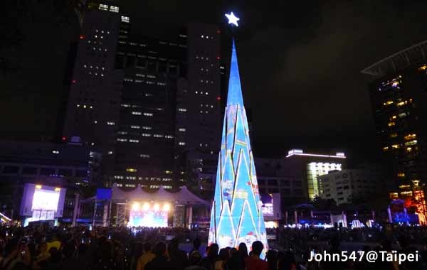 Taipei Travel Guide- Taiwan Christmas Town 2015 in New Taipei City Hall1.jpg