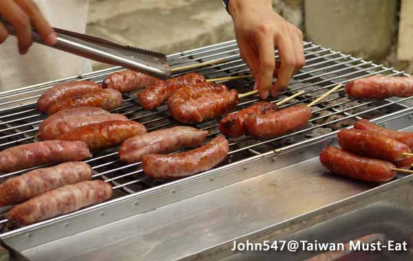 Taiwan Must-Eat,Taiwanese street food-Smoked Sausages (roasted sausage)