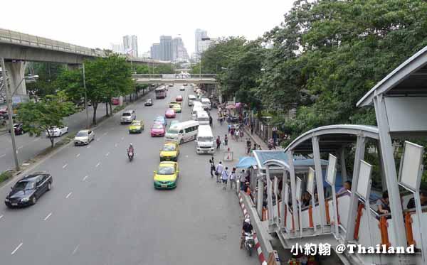 Chatuchak weekend market恰圖恰週未市集2015第三彈天橋下淨空.jpg