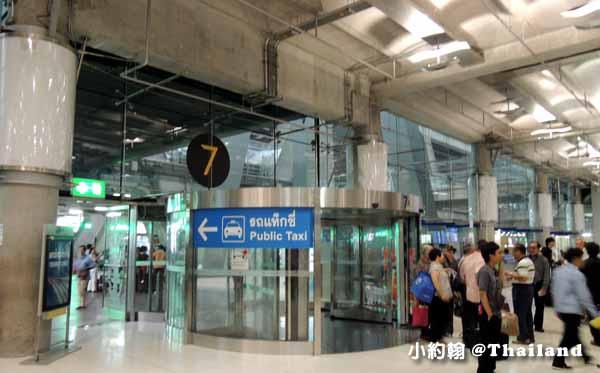 泰國曼谷抵達蘇凡納布機場1F搭計程車