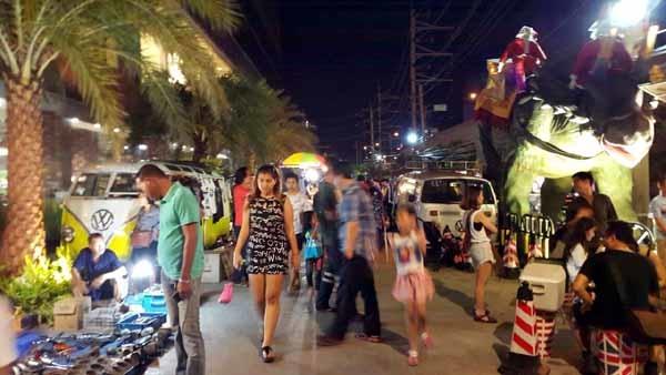 泰國曼谷桑倫夜市Suan Lum Night Bazaar Ratchadaphisek3.jpg