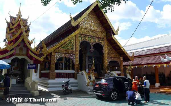 泰國佛寺 佛僧為新車加持祈福