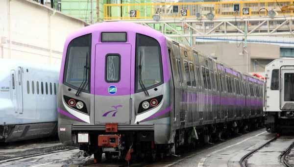 桃園機場捷運分紫、藍兩種 紫色為機場直達車.jpg