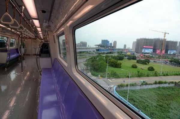 桃園機場捷運分紫、藍兩種 紫色為機場直達車2.jpg